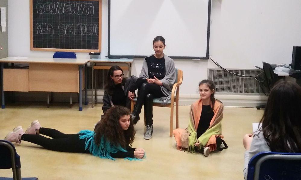 """Tutte le immagini delle scuole medie di Tortona che hanno partecipato al progetto """"Piccole donne"""" della Biblioteca"""