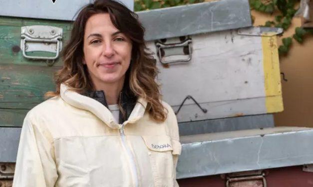 """La tortonese Debora Rizzetto vince il premio internazionale """"Terre de Femmes"""" per un grande progetto sulle api"""