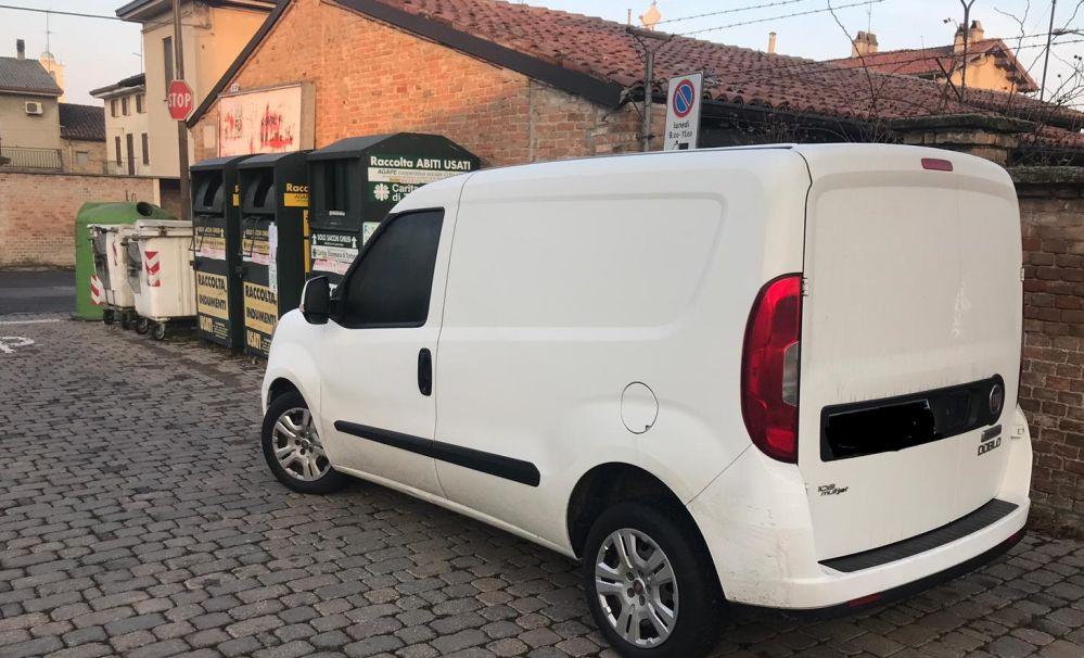 A Sale i Carabinieri arrestano un italiano che vendeva frutta in strada con questo furgone e….