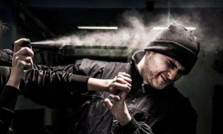 Acqui Terme, spruzza lo spray al peperoncino sulla faccia di un turco e finisce nei guai