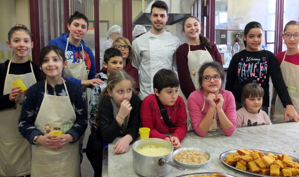 Il tortonese Alberto Menino, terzo a Masterchef, insegna a cucinare a 16 bambini diabetici