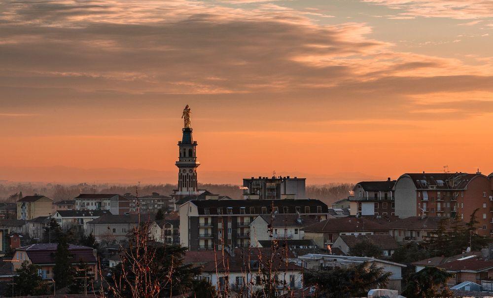 C'è Oggi Tortona: uno splendido tramonto sulla Madonna di Andrea De Ligio