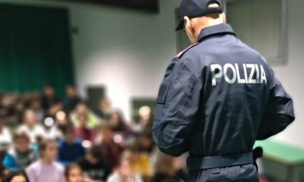 La Polizia di Stato nelle scuole medie di Ventimiglia.  110 studenti a lezione contro il cyber bullismo e rischi nascosti nel social-web.