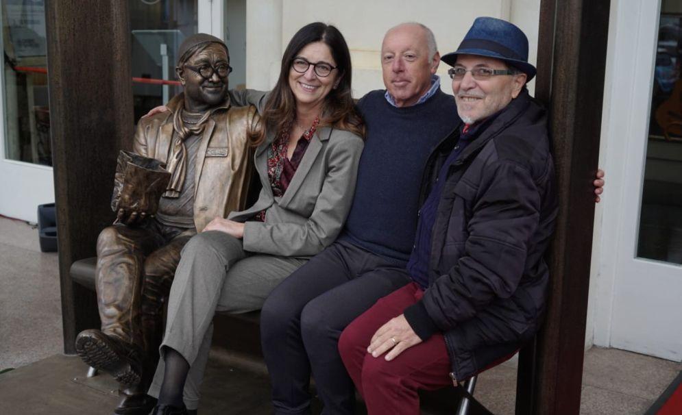 A Sanremo inaugurata una statuta dedicata a Lucio Dalla