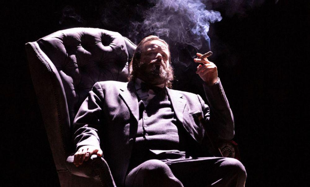 """Giovedì al teatro Civico di Tortona va in scena """"Churchill"""" con Giuseppe Battiston"""