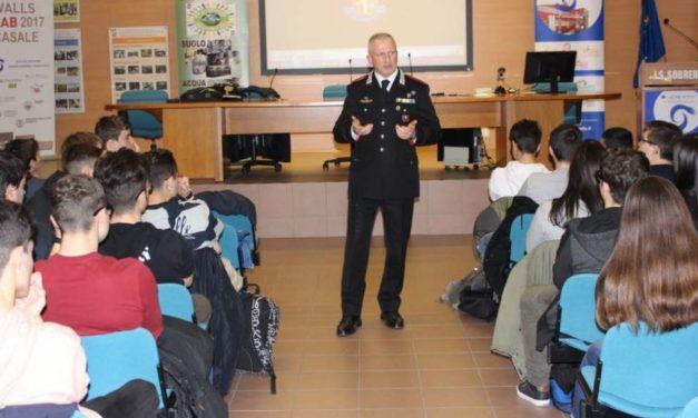 I carabinieri di Casale nelle scuole per insegnare la legalità