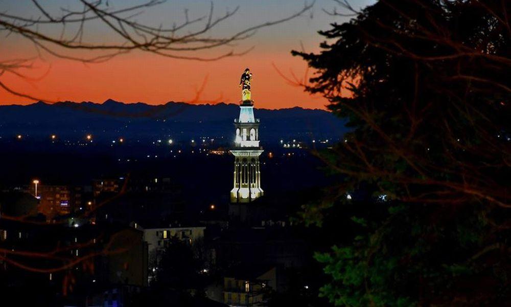 C'è Oggi Tortona: suggestiva immagine di Manuel Guerci con la catena delle Alpi al Crepuscolo