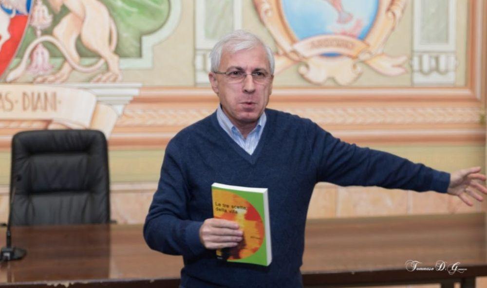 """La vita dei tortonesi nel nuovo libro di Angelo Bottiroli: """"Storie"""""""