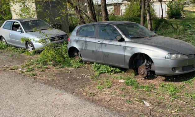 """Rifiuti e auto abbandonate alla periferia di Tortona. Il Comune: """"Interverremo"""""""