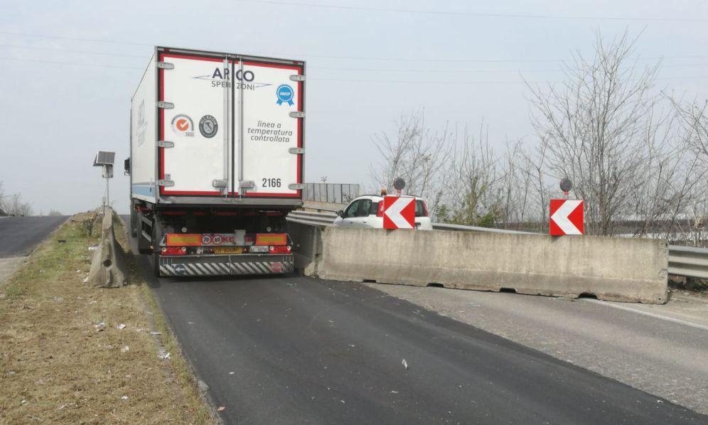 Cavalcavia pericoloso, il Comune di Tortona ne alleggerisce il traffico con questo sistema