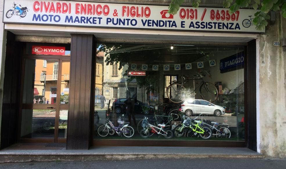 Tentano il furto da Civardi spaccando la vetrina davanti alla caserma dei Carabinieri di Tortona. Grave il danno