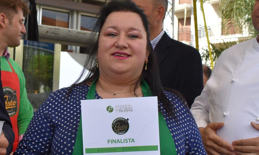 A Diano marina Romina Brazzi di Genova vince la tappa eliminatoria del Campionato Mondiale del Pesto al Mortaio