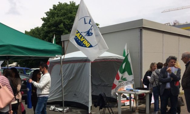 Elezioni a Tortona: i banchetti di Lega e Pd vicini e senza problemi