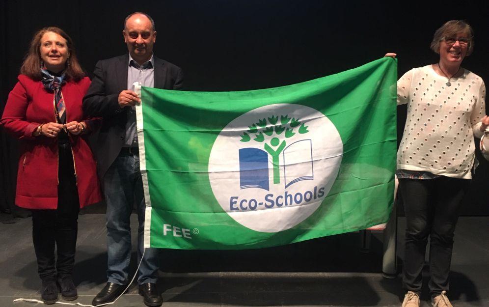 Gli alunni di San Lorenzo al mare hanno ricevuto la bandiera verde