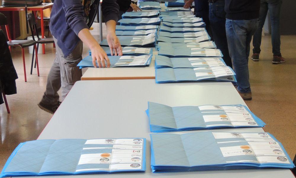 Domenica si vota in 21 comuni della provincia, 4 nel Tortonese. I candidati