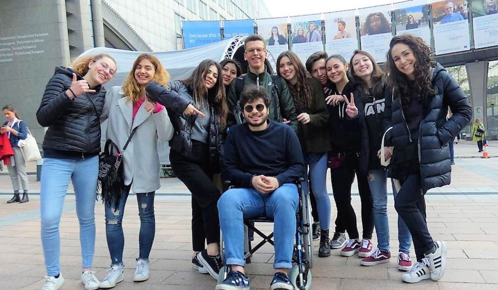 """"""" Io, cittadina d'Europa"""".  L'esperienza di Larisa, Giulia e Matteo del Marconi di Tortona"""