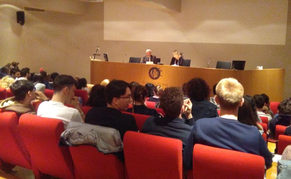 """Gli studenti del """"Peano"""" alla sala della Fondazione per l'apprendimento permanente e la costituzione"""
