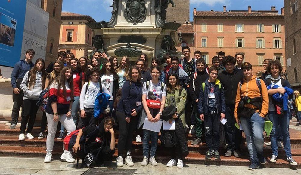 I ragazzi delle scuole medie di Sale in gita al sacrario di Marzabotto e a Bologna