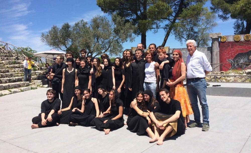"""I ragazzi del laboratorio teatrale del liceo """"Amaldi"""" di Novi Ligure al festival internazionale del teatro"""