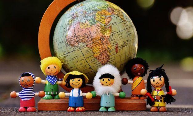 """Domenica ad Alessandria si presenta il libro """"Bambole del Mondo"""""""