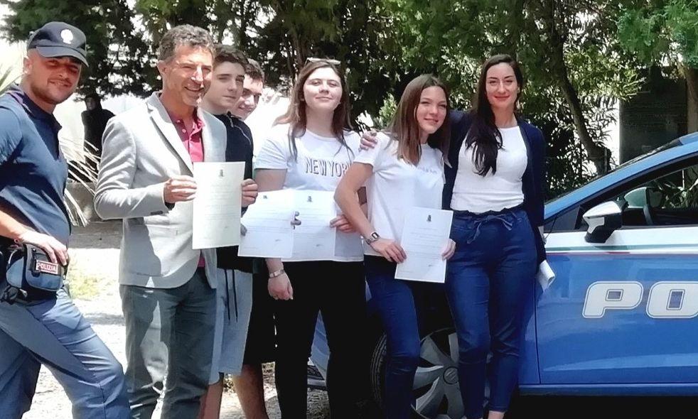 """Ventimiglia. La Polizia dpremia i vincitori provinciali del concorso Nazionale """"PretenDiamo Legalità"""""""
