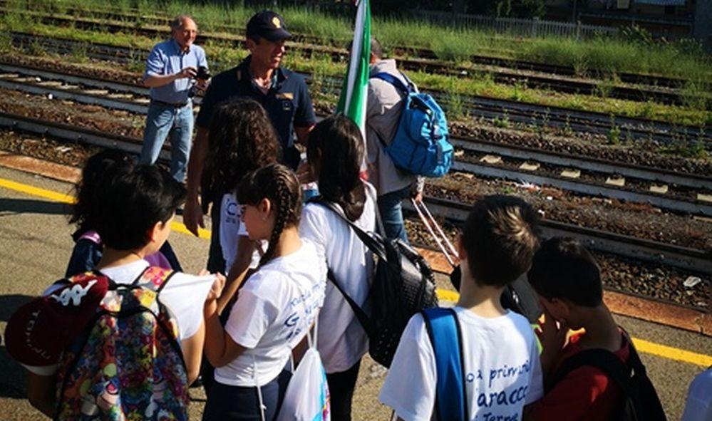 I bambini di Acqui Terme in visita alla stazione di Novi Ligure con la Polfer