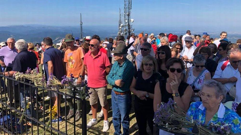 Le immagini della festa del Cristo redentore sul monte Giarolo con Vescovo, Sindaco e tantissima gente
