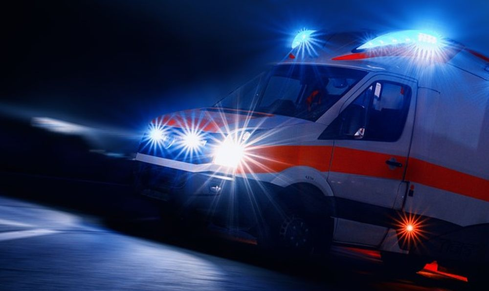 Doppio incidente nella notte nel Tortonese con tre ragazzi contro un muro e un uomo fuori strada