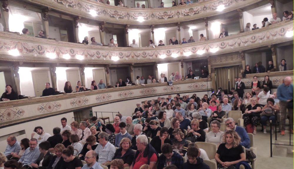 """A Tortona l'iniziativa """"Facciamo luce sul teatro"""" per tornare a fare spettacoli dal vivo"""