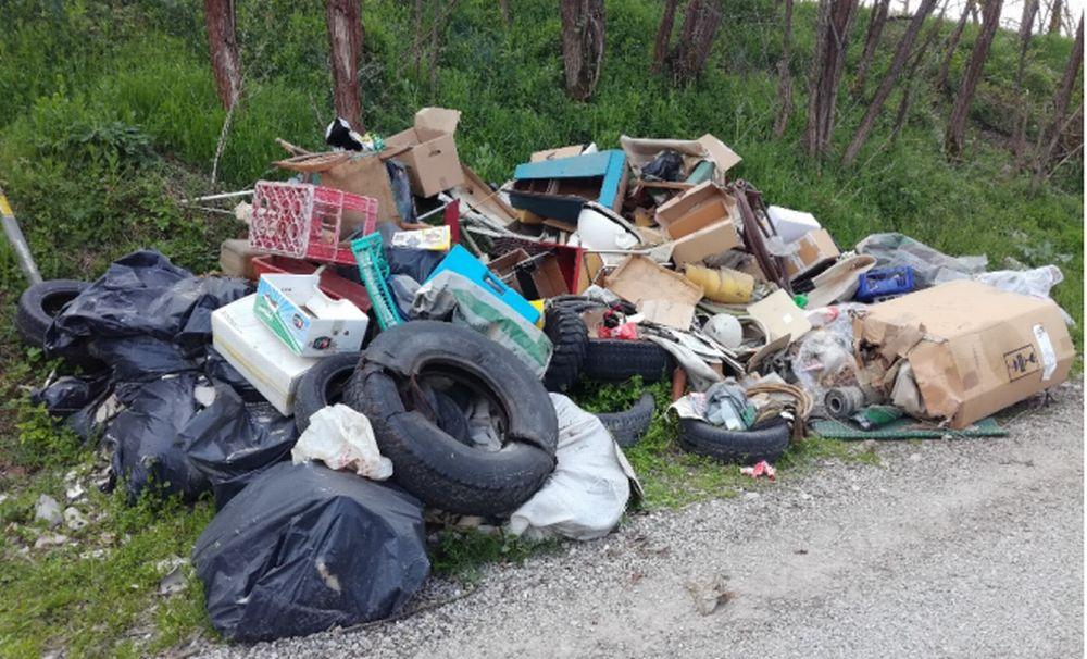 """Troppi rifiuti abbandonati a Tortona, il Comune vara il """"Pronto Intervento"""" con Gestione Ambiente"""