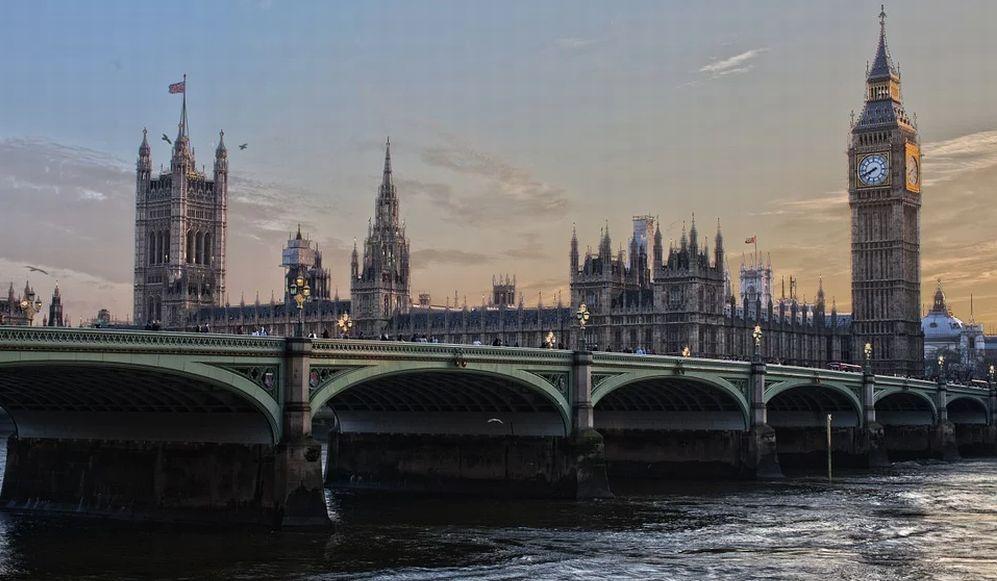 Così la Gran Bretagna riapre ai viaggi: non più quarantena per chi arriva