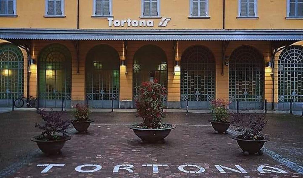 Niente treni sabato e domenica alla stazione di Tortona, solo autobus