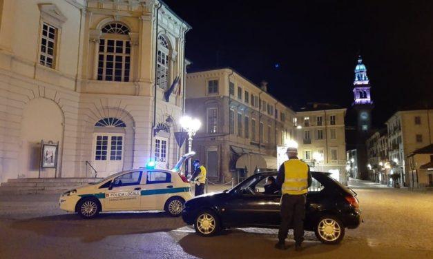 Identificati gli autori di danneggiamenti e deturpamenti in piazza Castello a Casale Monferrato