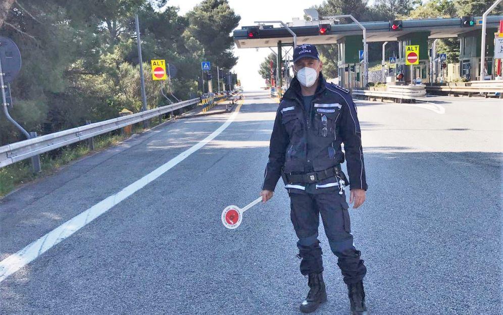 Novi Ligure, non si ferma allo stop dei Vigili e guida spericolatamente, fermato e multato