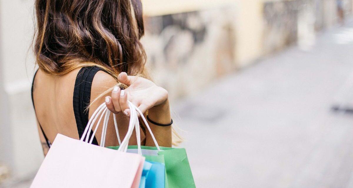 Ad Alessandria parte la campagna per tenere in vita i negozi di vicinato