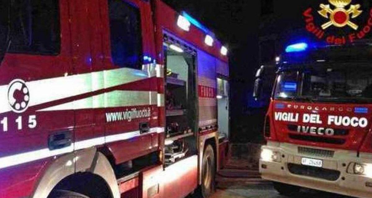 A Tortona insegna a fuoco, donna nella vasca da bagno e incidente stradale