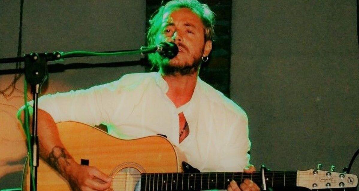 Il bravo cantautore Biagio Botti alle finali di Sanremo Rock si distingue per l'originalità. Di Giulia Quaranta Provenzano