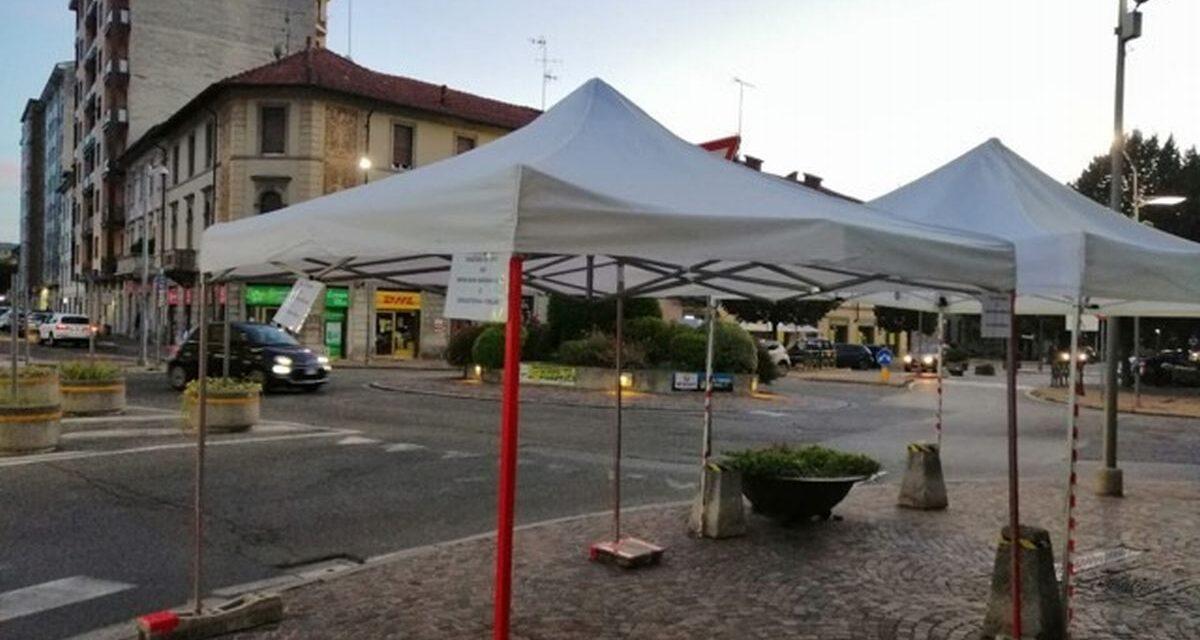 """Bardoneschi e Degusteria Forlino vanno in soccorso dei tortonesi che """"cuocevano"""" al sole davanti alle poste"""