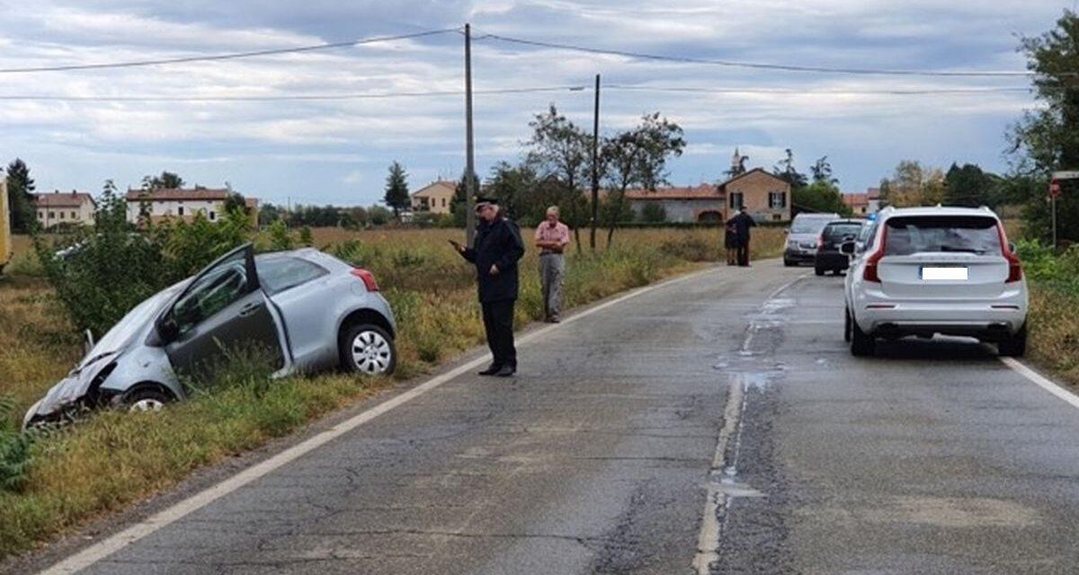 Una donna perde il controllo dell'auto tra Sale e San Giuliano e viene ricoverata in ospedale