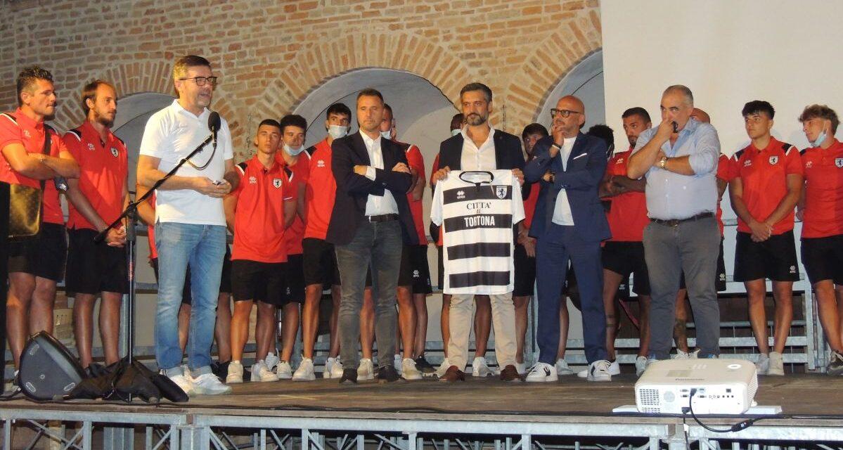 L'HSL Derthona si lega sempre più alla città con un'apposita maglia presentata dal Sindaco in un bagno di folla