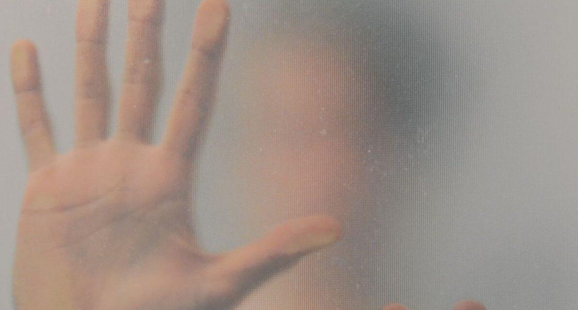 Ladro trovato nascosto nel box doccia, arrestato dalla Polizia di Alessandria