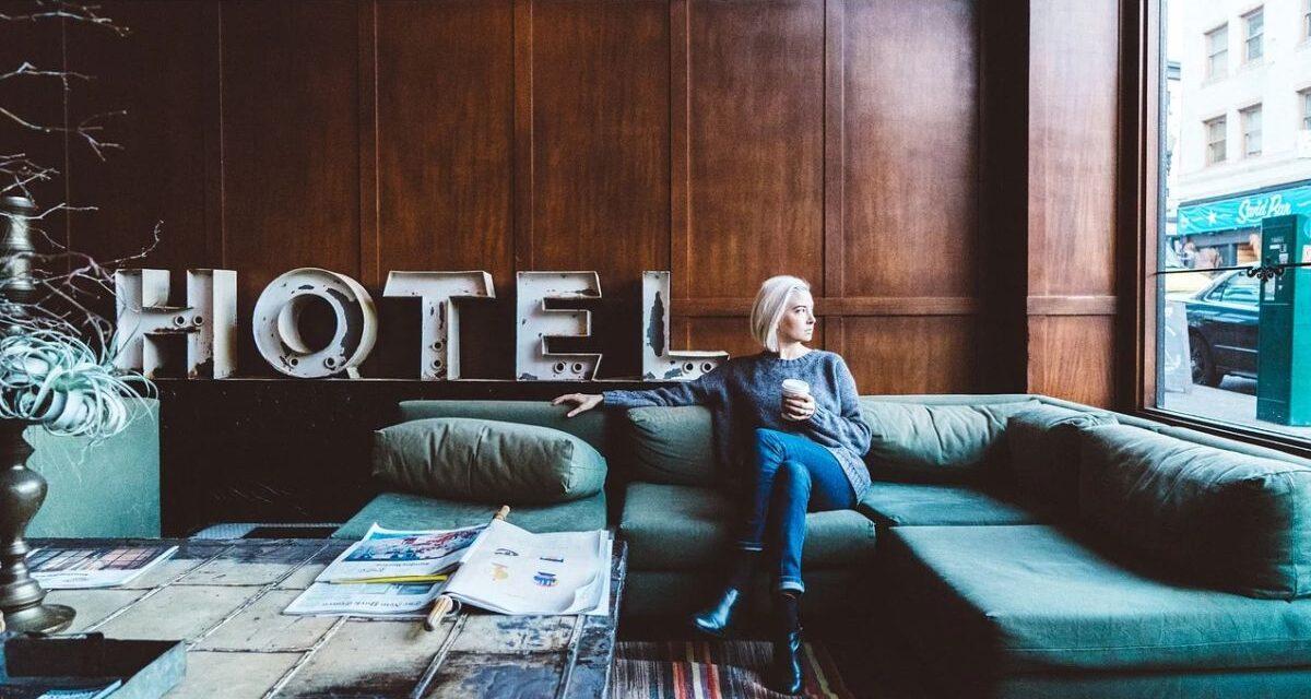 Troppi ricoveri in ospedale di persone asintomatiche, la regione Piemonte vuole mettere in albergo gli over 65