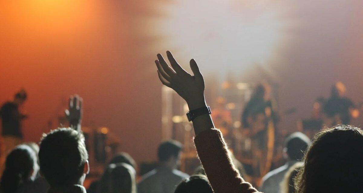 Oggi Musica e le frequenze di un'affinità elettiva di un'anima in tempesta che ne riconosce un'altra  equilibrista