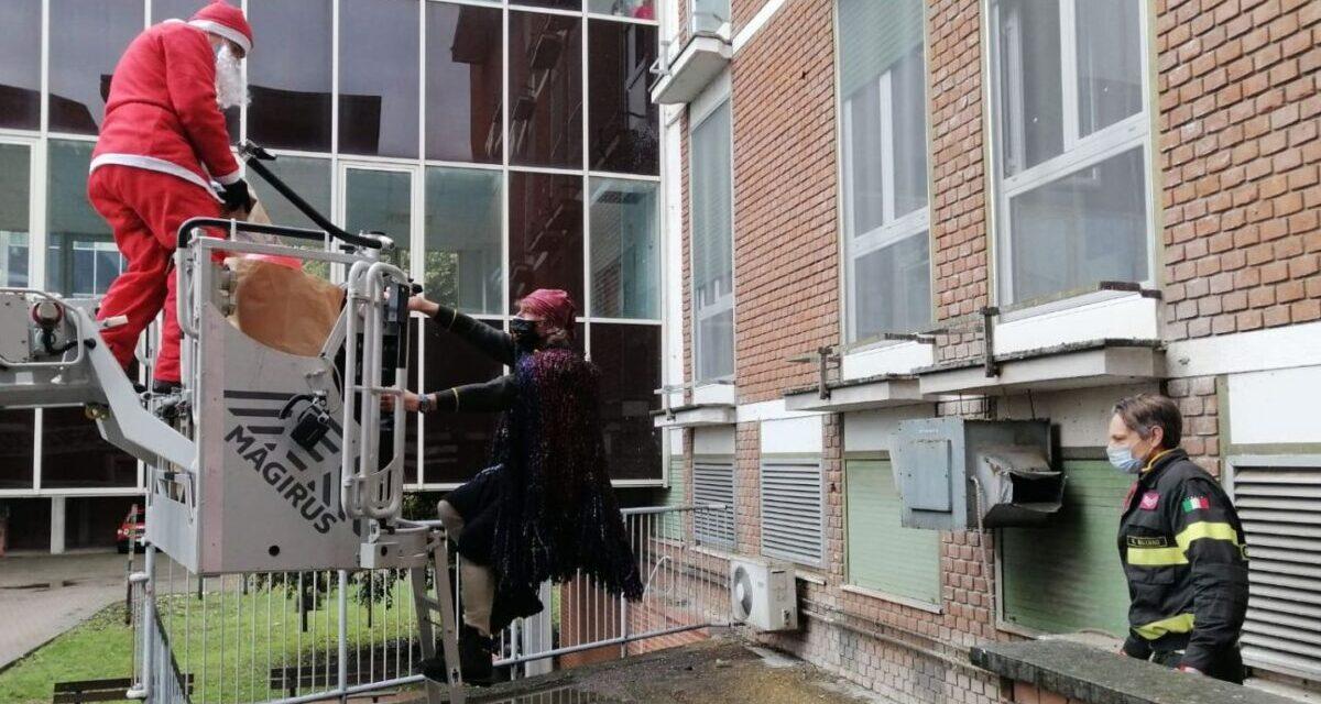 La Befana dei Vigili del Fuoco vola dai piccoli pazienti dell'ospedale Infantile di Alessandria