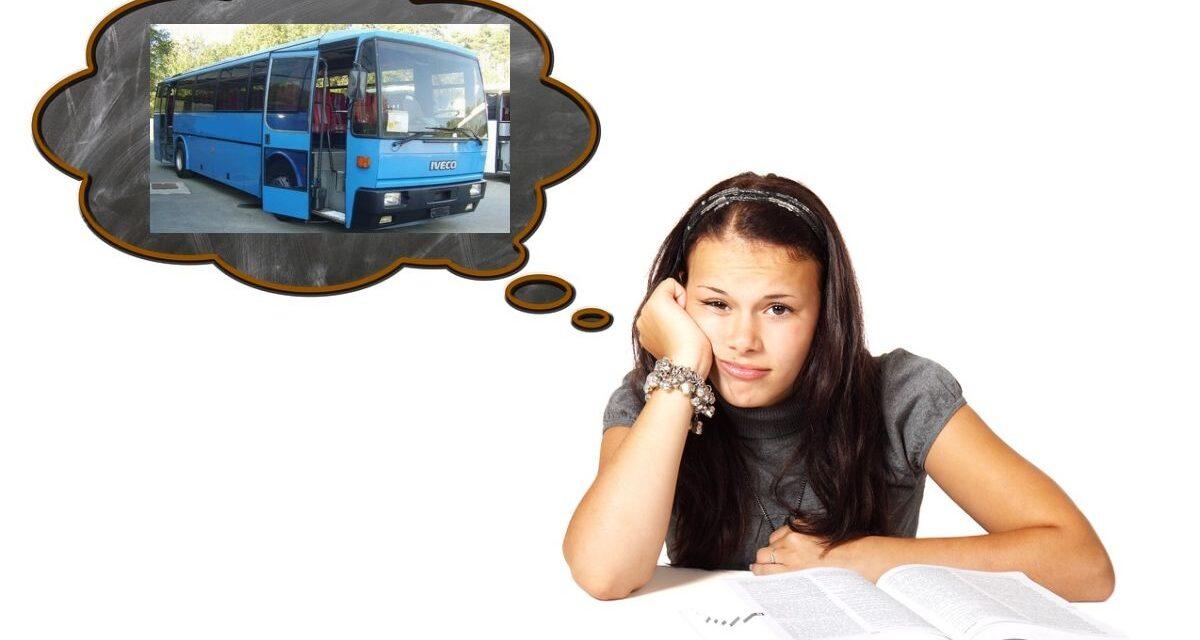 Le difficoltà di una giovane tortonese per tornare a casa da  scuola coi trasporti. La mamma protesta