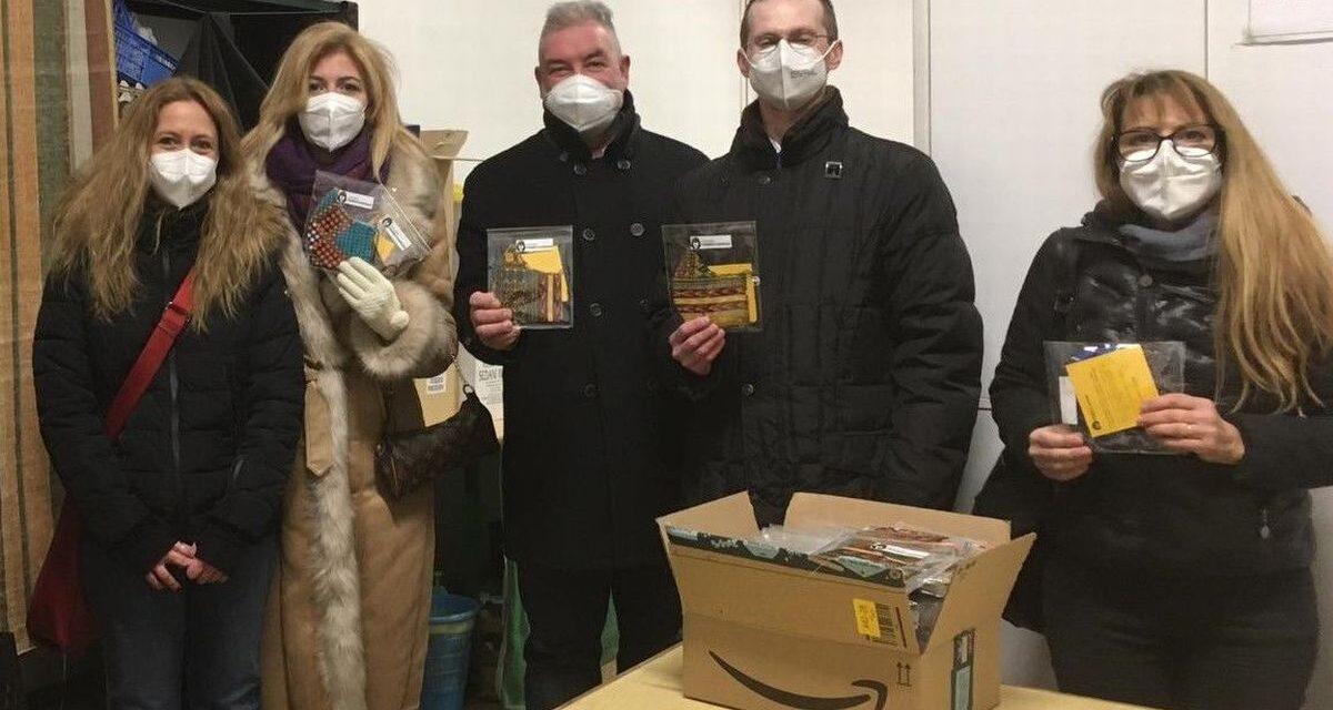 A Valenza l'Associazione  'I pensieri di Chadraque' consegna delle mascherine in tessuto
