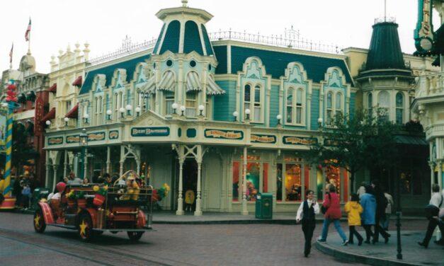 Rimane chiuso fino a data da destinarsi Disneyland a Parigi, apre Los Angeles