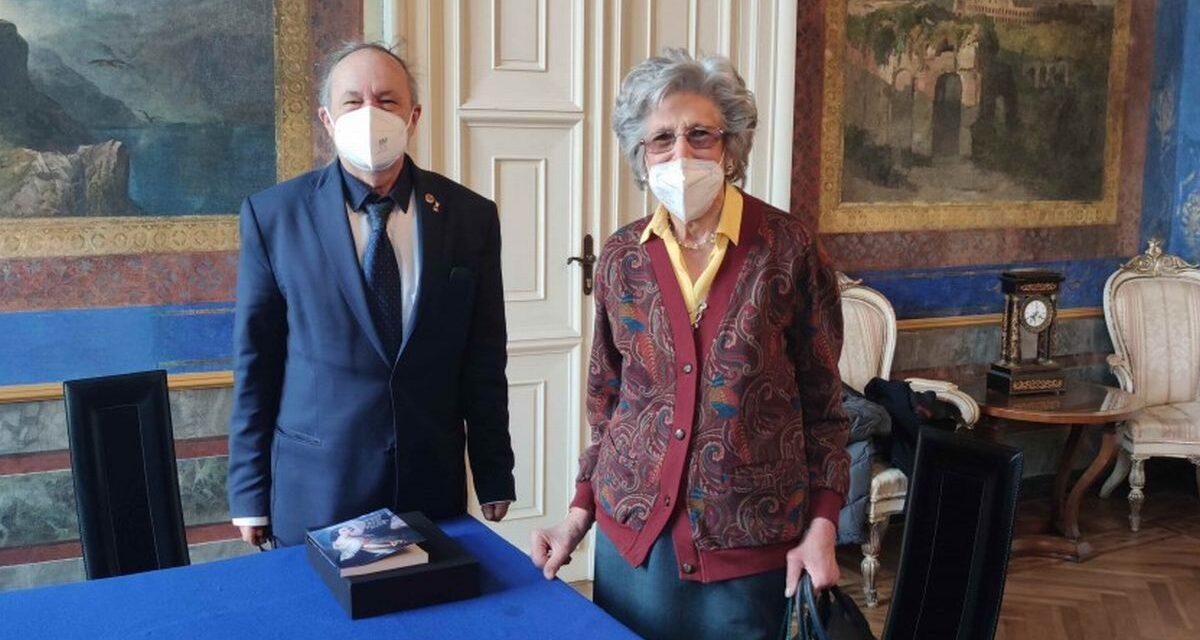 Al Comune di Alessandria donata una scrivania dell'ultimo discente dei Borsalino