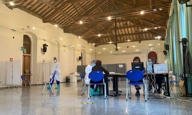 I Medici di Tortona tornano al Centro Vaccini: Roldi dà l'Annuncio, l'Asl brilla per l'Assordante silenzio