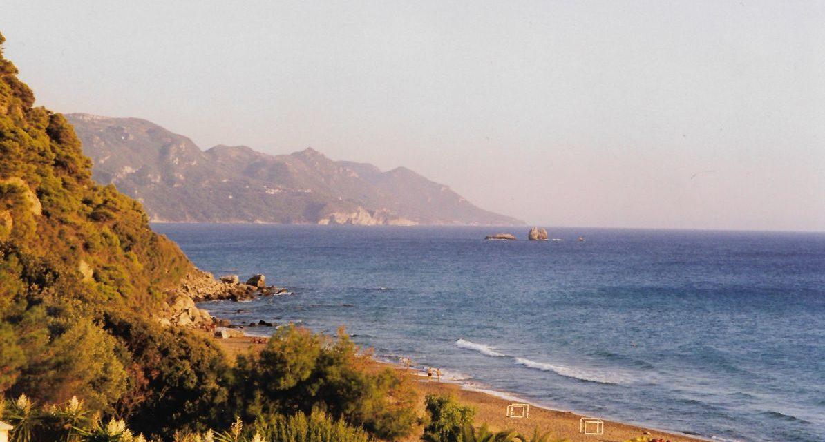 La Grecia riapre al turismo da metà maggio